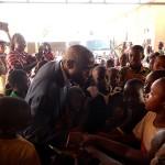Les enfants qui sont venus pour l'activité de contes, veuillent le saluer