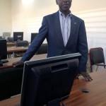 Une photo dans la salle d'informatique pour les anciens élèves